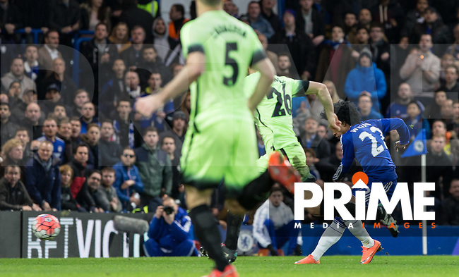 Willian of Chelsea scores to make it 2-1 during the FA Cup 5th round match between Chelsea and Manchester City at Stamford Bridge, London, England on 21 February 2016. Photo by Andy Rowland.