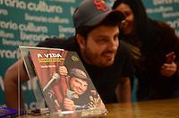 SAO PAULO, 29 DE MAIO DE 2012 - LANCAMENTO LIVRO DANILO GENTILI - Danilo Gentili em lancamento do livro A Vida e outros detalhes insignificantes, na Livraria Cultura do Conjunto Nacional, na Avenida Paulista, regiao central da capital na noite desta sexta feira. FOTO: ALEXANDRE MOREIRA - BRAZIL PHOTO PRESS