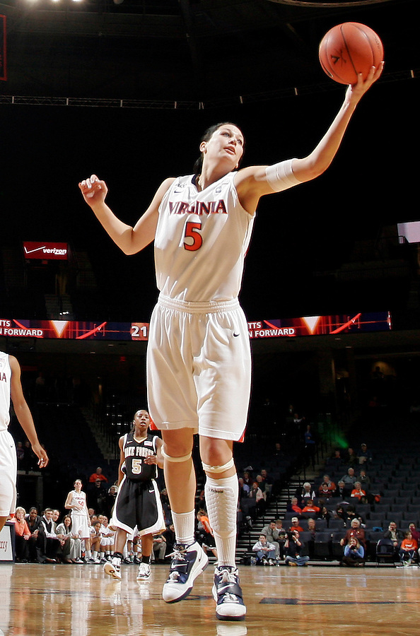 Virginia Cavaliers forward/center Erinn Thompson (5)