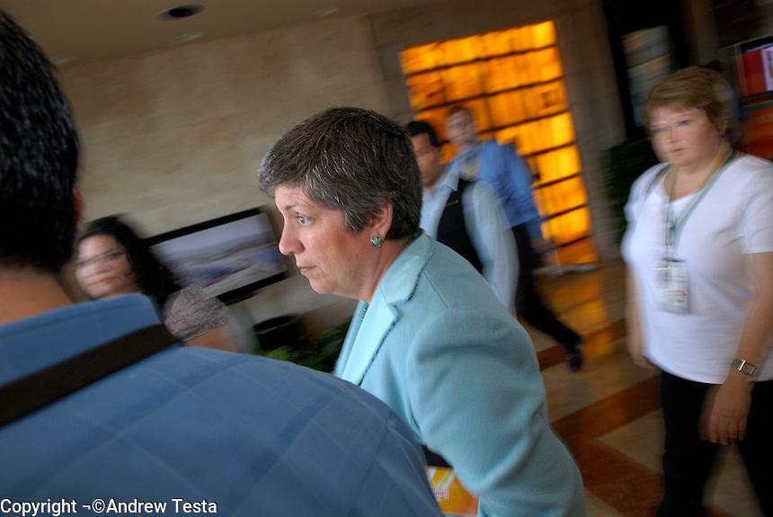 Mexico. Puerto Penasco.27th September 2007.Governor Janet Napolitano..©Andrew Testa/Panos for Newsweek