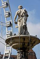 Danubiusbrunnen und Riesenrad am Erzsébet tér, Budapest, Ungarn