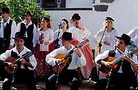 Spanien, Kanarische Inseln, Gran Canaria, Las Palmas de Gran Canaria: Folklore im Pueblo Canario | Spain, Canary Islands, Gran Canaria, Las Palmas de Gran Canaria: Folklore at Pueblo Canario