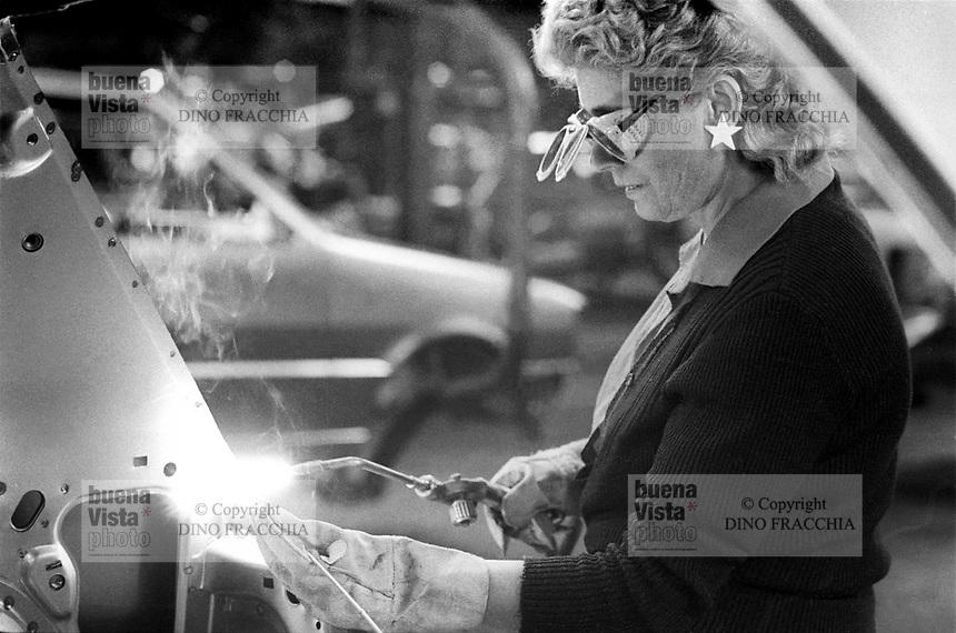 - FIAT Rivalta factory in Turin, woman worker at the assembly line (1985)....- stabilimento FIAT Rivalta a Torino, operaia alla catena di montaggio (1985)