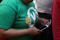 SÃO PAULO, SP, 08.09.2018 - ELEIÇÕES 2018 - Militante do Partido Verde é vista com adesivo da candidata Marina Silva durante caminhada pela paz na rua 25 de março, região central de São Paulo, neste sábado, 08. (Foto: Yuri Alexandre/Brazil Photo Press)
