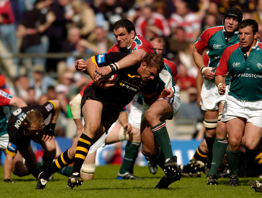 Photo. Richard Lane..Leicester Tigers v London Wasps. Zurich Premiership Final. 14/05/2005..John Hart is tackled by Martin Johnson.