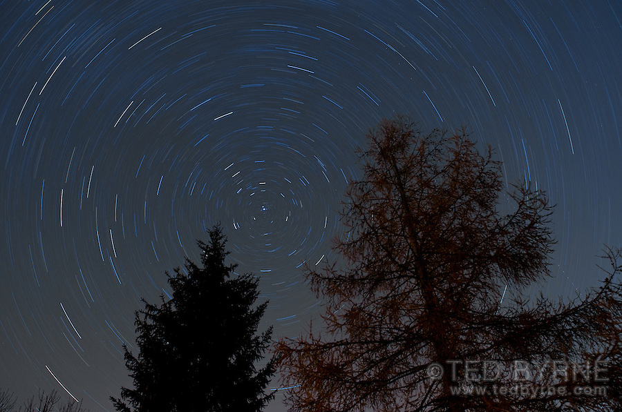 Star trails around the Polaris star (45 minute exposure)