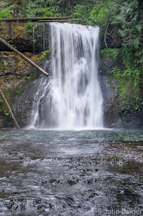 ORSF_D122 - USA, Oregon, Silver Falls State Park, Spring flow of North Fork Silver Creek plunges 65 feet at Upper North Falls.
