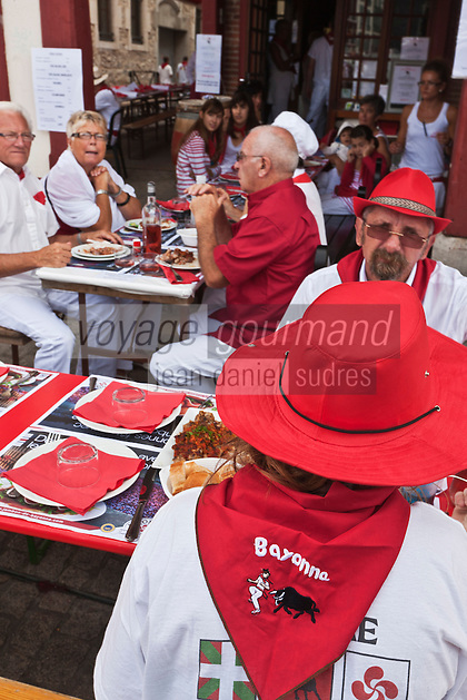 Europe/France/Aquitaine/64/Pyrénées-Atlantiques/Pays-Basque/Bayonne: Fêtes de Bayonne Rue du Pilori [Non destiné à un usage publicitaire - Not intended for an advertising use]