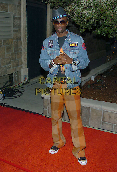 SAM SARPONG.Rock The Vote event at the Steven J. Ross Theater on the Warner Bros. Lot in Burbank, California.September 29, 2004.full length, hat, sunglasses, shades, jean, denim jacket, brown trousers, retro.www.capitalpictures.com.sales@capitalpictures.com.© Capital Pictures.