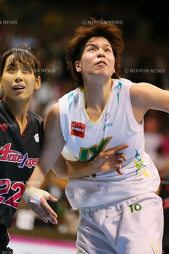 (L-R) Mucha Mori (Antelopes), Ramu Tokashiki (Sunflowers), MARCH 19, 2013 - Basketball : The 14th Women's Japan Basketball League Playoffs Final Game #4 between Toyota Antelopes 61-72 JX Sunflowers at 2nd Yoyogi Gymnasium, Tokyo, Japan. (Photo by AFLO SPORT) [1156]
