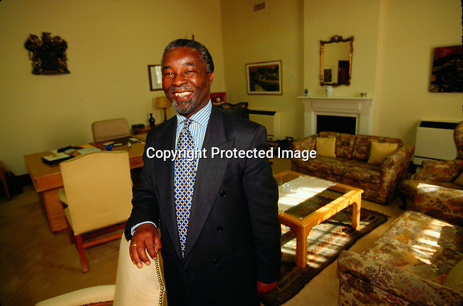 dipembe00051 .Personalities Thabo Mbeki in his office in Cape Town..©Per-Anders Pettersson/iAfrika Photos.