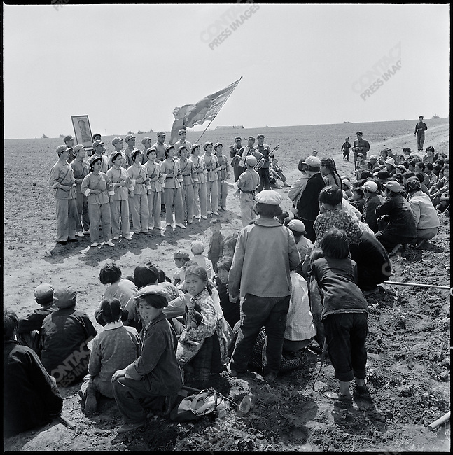 A Mao Zedong Thought propaganda team sings Mao's quotations in Taiping commune, Heilongjiang province, July 7, 1968.