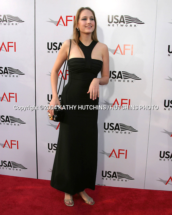 ©2004 KATHY HUTCHINS /HUTCHINS PHOTO.AFI SALUTE TO MERYL STREEP.KODAK THEATER.HOLLYWOOD, CA.JUNE 10 , 2004..LEELEE SOBIESKI.