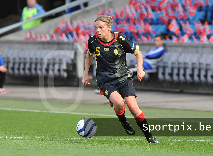 Norway : UEFA Women's Euro Qualifying group stage (Group 3) - 15/09/2012  - Oslo - Ullevaal Stadion : Norway  (Noorwegen) - BELGIUM ( Belgie) : Lorca Van De Putte.foto DAVID CATRY / Vrouwenteam.be