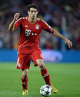 FUSSBALL  CHAMPIONS LEAGUE  HALBFINALE  RUECKSPIEL  2012/2013      FC Barcelona - FC Bayern Muenchen              01.05.2013 Javier Javi Martinez (FC Bayern Muenchen) Einzelaktion am Ball
