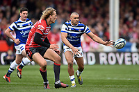 Jonathan Joseph of Bath Rugby passes the ball. Gallagher Premiership match, between Gloucester Rugby and Bath Rugby on April 13, 2019 at Kingsholm Stadium in Gloucester, England. Photo by: Patrick Khachfe / Onside Images