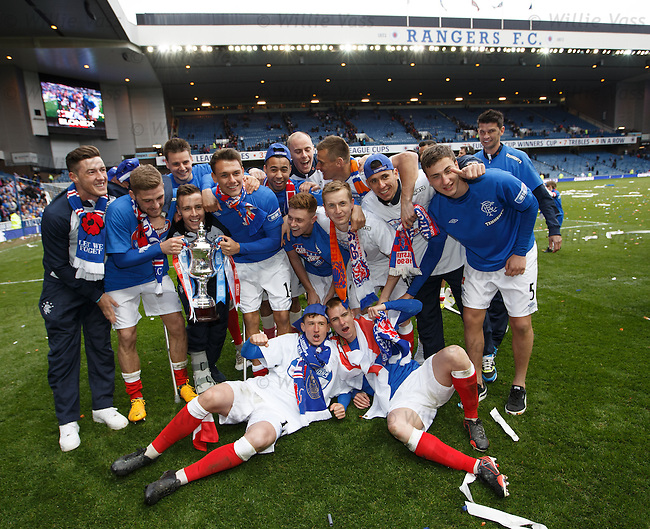 Rangers team with the Division 3 trophy