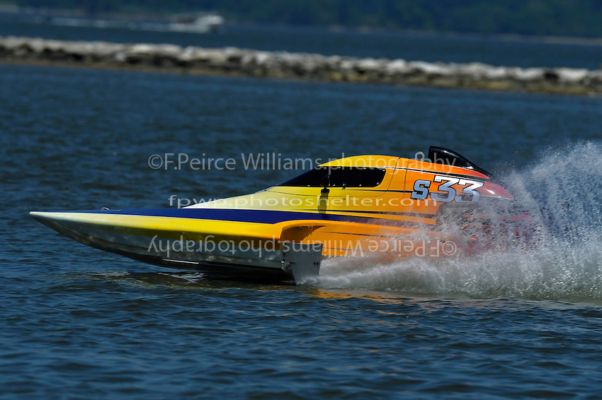 "Doug Martin,S-33 ""Sunday Money"" (2.5 Litre Stock hydroplane(s)"