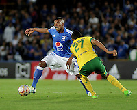 BOGOTA - COLOMBIA - 21 - 05 - 2016: Elkin Blanco (Izq.) jugador de Millonarios disputa el balón con William Duarte (Der) jugador de Atletico Huila, durante partido de la fecha 19 entre Millonarios y Atletico Huila, de la Liga Aguila I-2016, jugado en el estadio Nemesio Camacho El Campin de la ciudad de Bogota.  / Elkin Blanco (L) player of Millonarios vies for the ball with William Duarte (R) player of Atletico Huila, during a match between Millonarios and Atletico Huila, for the date 19 of the Liga Aguila I-2016 at the Nemesio Camacho El Campin Stadium in Bogota city, Photo: VizzorImage / Luis Ramirez / Staff.