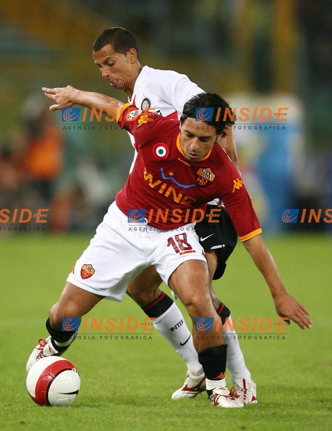 Roma 29/9/2007 Stadio Olimpico, Campionato Italiano Serie A, Matchday 6<br /> Roma Inter 1-4<br /> Mauro Esposito Roma, Aparecido Cesar Inter<br /> Foto Andrea Staccioli Insidefoto