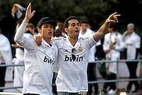 MADRID, ESPANHA, 04 MAIO DE 2012 - COMEMORACAO REAL MADRID - Cristiano Ronaldo (E) e Alvaro Arbeloa jogadores do Real Madrid, celebram o titulo da Liga Espanhola, na Praca Cibeles no centro de Madrid, ontem quinta-feira, 3. (FOTO: ARNEDO  ALCONADA / ALTER / ALFAQUI / BRAZIL PHOTO PRESS)