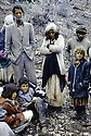 Irak 1991.Les Kurdes à la frontiere Irak- Turquie, une famille epuisee.Iraq 1991.Kurdish refugees on the border Iraq-Turkey, an exhausted family