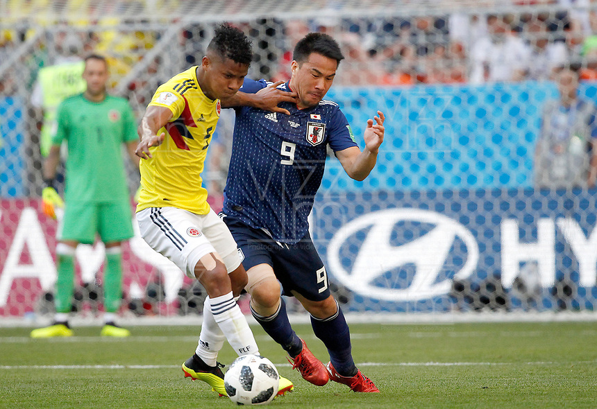 SARANSK - RUSIA, 19-06-2018: Wilmar BARRIOS (Izq) jugador de Colombia disputa el balón con Shinji OKAZAKI (Der) jugador de Japón durante partido de la primera fase, Grupo H, por la Copa Mundial de la FIFA Rusia 2018 jugado en el estadio Mordovia Arena en Saransk, Rusia. /  Wilmar BARRIOS (L) player of Colombia fights the ball with Shinji OKAZAKI (R) player of Japan during match of the first phase, Group H, for the FIFA World Cup Russia 2018 played at Mordovia Arena stadium in Saransk, Russia. Photo: VizzorImage / Julian Medina / Cont