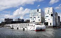 Nederland - Amsterdam -  2020.   Riviercruiseschip Arosa.   Foto : ANP/ Hollandse Hoogte / Berlinda van Dam