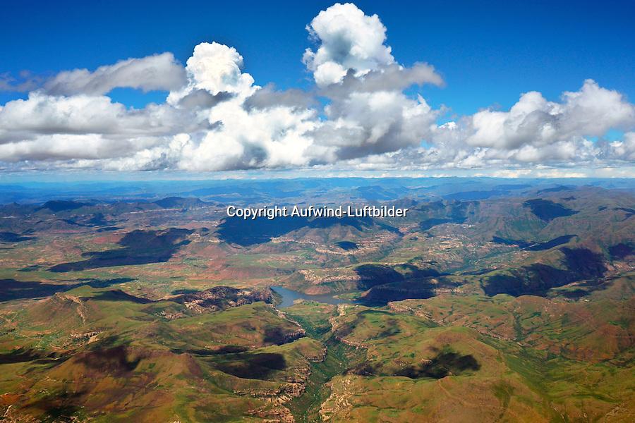 Landschaft um den Jozanas hoek dam in Lesotho: AFRIKA,LESOTHO, 11.01.2014: Landschaft um den Jozanas hoek dam in Lesotho