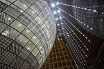 """Vista del """"egg"""" del nuevo edificio Europa dentro del Consejo Europeo. <br /> ---<br /> MANDATORY COPYRIGHT FOR THE IMAGE: Copyright building:<br /> Philippe Samyn and Partners architects and engineers -lead and design partner Studio Valle Progettazioni architects Buro Happold engineers.<br /> Colour compositions by Georges Meurant. <br /> ---<br /> Europa Building en Bruselas acoge reuniones de jefes de gobierno de la UE Europa Building se inauguró durante la presidencia maltesa. La prensa dijo que el edificio en forma de huevo está encerrado en un cubo de vidrio. Su construcción se mantuvo en secreto, ya que el entonces primer ministro británico, David Cameron, criticó duramente lo que consideraba un gasto típicamente innecesario de la UE.<br /> PHOTO CREDIT © DELMI ALVAREZ"""