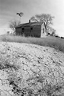 February 1983, Colorado, USA. A Colorado farm lies abandonned in the drought-stricken west. | Location: Near Campo, Colorado, USA. Image by © JP Laffont