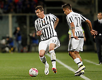 Calcio, Serie A: Fiorentina vs Juventus. Firenze, stadio Artemio Franchi, 24 aprile 2016.<br /> Juventus&rsquo; Mario Mandzukic, left, in action past his teammate Paulo Dybala during the Italian Serie A football match between Fiorentina and Juventus at Florence's Artemio Franchi stadium, 24 April 2016. <br /> UPDATE IMAGES PRESS/Isabella Bonotto
