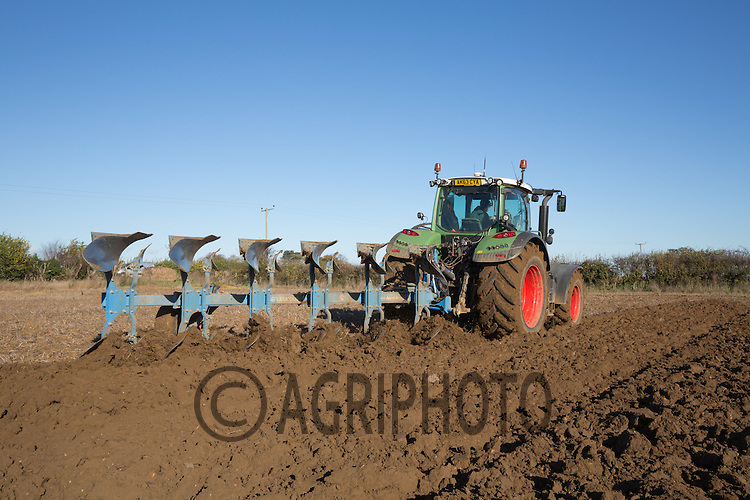 Winter ploughing<br /> Picture Tim Scrivener 07850 303986<br /> tim@agriphoto.com<br /> &hellip;.covering agriculture in the UK&hellip;.