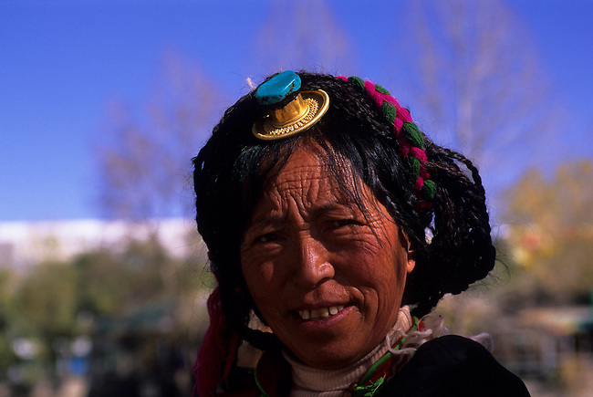 CHINA, TIBET, LHASA, TIBETAN WOMAN, PORTRAIT