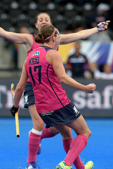 ENG - London, England, August 30: Nikki KIDD #17 of Scotland celebrates after scoring the leading goal 1-0 during the women Pool C match between Scotland (pink) and Poland (white) on August 30, 2015 at Lee Valley Hockey and Tennis Centre, Queen Elizabeth Olympic Park in London, England. Final score 2-0 (1-0). (Photo by Dirk Markgraf / www.265-images.com) *** Local caption ***