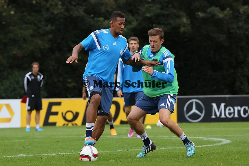 Jerome Boateng gegen Max Kruse - Training der Deutschen Nationalmannschaft in Frankfurt