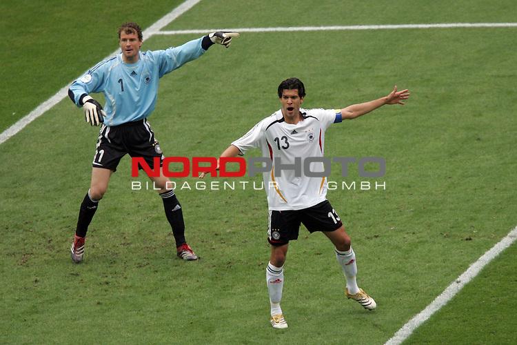 FIFA WM 2006 -  Quarter Finals / Viertelfinal<br /> Play   #57  (30-Jun) - Deutschland - Argentinien<br /> <br /> Torwart Jens Lehmann (links) und Michael Ballack (rechts) von Deutschland dirigieren die Abwehr.<br /> <br /> Foto &copy; nordphoto