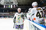 Stockholm 2014-01-18 Ishockey SHL AIK - F&auml;rjestads BK :  <br /> F&auml;rjestads Rickard Wallin gratuleras av lagkamrater efter att ha st&aring;tt f&ouml;r en assist n&auml;r F&auml;rjestads Martin R&ouml;ymark gjorde i &ouml;ppen m&aring;lbur<br /> (Foto: Kenta J&ouml;nsson) Nyckelord:  jubel gl&auml;dje lycka glad happy