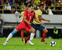 BOGOTA - COLOMBIA, 03-06-2019: Roger Martinez jugador de Colombia disputa el balón con Jan Carlos Vargas jugador de Panamá durante partido amistoso entre Colombia y Panamá jugado en el estadio El Campín en Bogotá, Colombia. / Roger Martinez player of Colombia fights the ball with Jan Carlos Vargas player of Panama during a friendly match between Colombia and Panama played at Estadio El Campin in Bogota, Colombia. Photo: VizzorImage / Nelson Rios / Cont