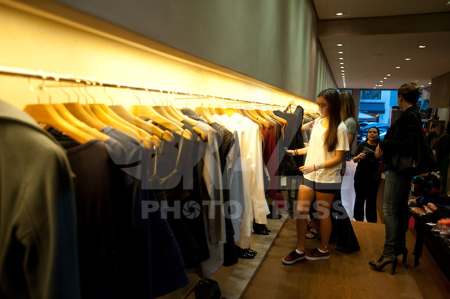 SÃO PAULO, SP, 26.05.2015 - MODA-SP - A estilista GIuliana Romanno lança linha de lingerie, na rua Peixoto Gomide, região sul de São Paulo nesta terça-feira 26. ( Foto: Gabriel Soares / Brazil Photo Press)