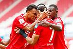 Robin Quaison (FSV Mainz 05) bejubelt den Treffer zum mit Karim Onisiwo (FSV Mainz 05) das 1:0, <br /> <br /> Sport: Fussball: 1. Bundesliga:: nphgm001:  Saison 19/20: 33. Spieltag: 1. FSV Mainz 05 vs SV Werder Bremen 20.06.2020<br /> Foto: Neis/Eibner/Pool/via gumzmedia/nordphoto<br /><br />DFB regulations prohibit any use of photographs as image sequences and/or quasi-video.<br />Editorial Use ONLY<br />National and International News Agencies OUT<br />  DFL REGULATIONS PROHIBIT ANY USE OF PHOTOGRAPHS AS IMAGE SEQUENCES AND OR QUASI VIDEO<br /> EDITORIAL USE ONLY<br /> NATIONAL AND INTERNATIONAL NEWS AGENCIES OUT