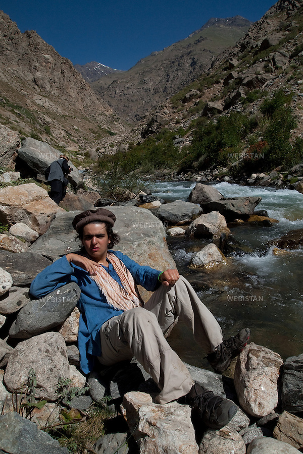 AFGHANISTAN - VALLEE DE PARANDEH - 13 aout 2009 : Portrait de Delazad Deghati. La vallee de Parandeh abritait de nombreuses installations de guerre du commandant Massoud. ...AFGHANISTAN - PARANDEH VALLEY  - August 13th, 2009 : Potrait of Delazad Deghati. Many of Commander Massoud's troops took cover in the Parandeh Valley during the war.