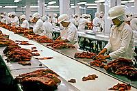 Carne para exportação em frigorífico. São Paulo. 1988. Foto de Cynthia Brito.