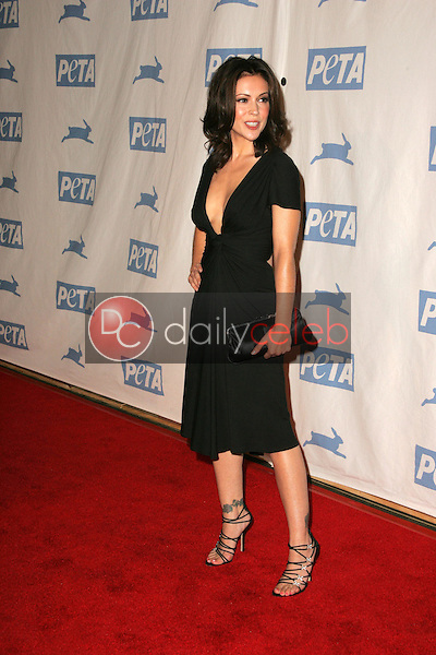 Alyssa Milano<br />at PETA's 25th Anniversary Gala and Humanitarian Awards Show. Paramount Pictures, Hollywood, CA. 09-10-05<br />Dave Edwards/DailyCeleb.Com 818-249-4998