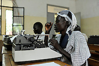 KENYA Turkana Region, refugee camp Kakuma, vocational training, typewriter course / KENIA Fluechtlingslager Kakuma, Berufsausbildung fuer Fluechtlinge, Schreibmaschinenkurs