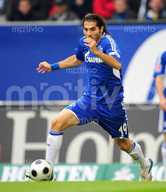 FUSSBALL   1. BUNDESLIGA   SAISON 2008/2009   8. SPIELTAG Hamburger SV - FC Schalke 04                              19.10.2008 Halil ALTINTOP (FC Schalke 04) Einzelaktion am Ball