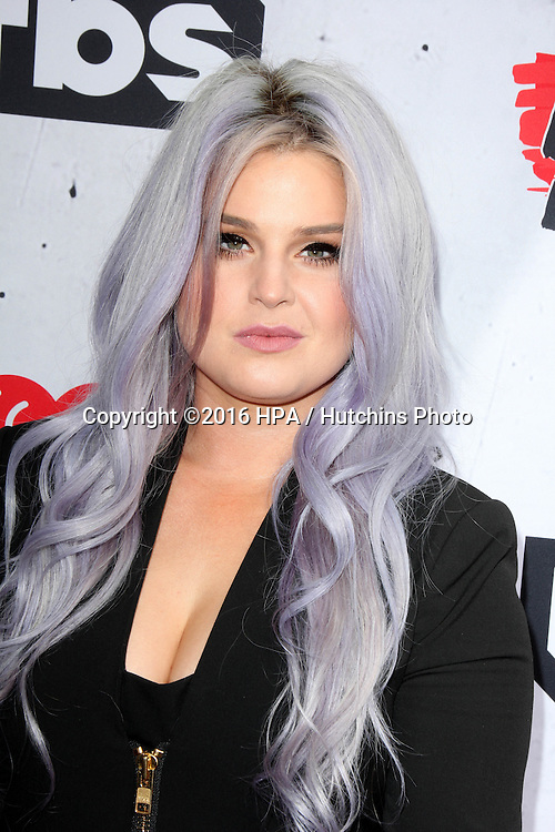 LOS ANGELES - APR 3:  Kelly Osbourne at the iHeart Radio Music Awards 2016 Arrivals at the The Forum on April 3, 2016 in Inglewood, CA