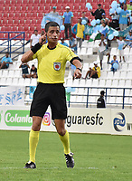 MONTERIA - COLOMBIA, 22-07-2018:  Oscar javier Gomes, árbitro, señala una falta durante partido entre Jaguares FC y Once Caldas por la fecha 1 de la Liga Águila II 2018 jugado en el estadio Municipal de Montería. / Oscar Javier Gomez, referee, signals a foul during the match between Jaguares FC and Once Caldas for the date 1 of the Liga Aguila II 2018 at the Municipal de Monteria Stadium in Monteria city . Photo: VizzorImage / Andres Felipe Lopez / Cont