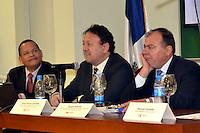 El director de Acento, Fausto Rosario Adames, fue uno de los disertantes en la conferencia sobre medios de comunicación en la PUCMM..Foto:Saturnino Vasquez/acento.com.do.Fecha:21/02/2012