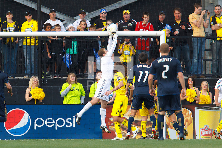 24 OCTOBER 2010:  Columbus Crew goalkeeper William Hesmer (1) makes a save during MLS soccer game against the Philadelphia Union at Crew Stadium in Columbus, Ohio on August 28, 2010.